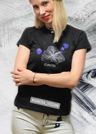 Чорна футболка із авторським принтом