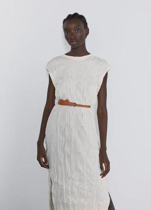 Новое платье с мятым эффектом и кожаным поясом zara