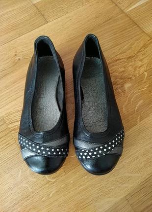Шкіряні туфлики на дівчинку