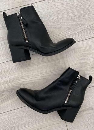 Битинки женские, на каблуку, от h&m, черные полуботинки на низком каблуке.