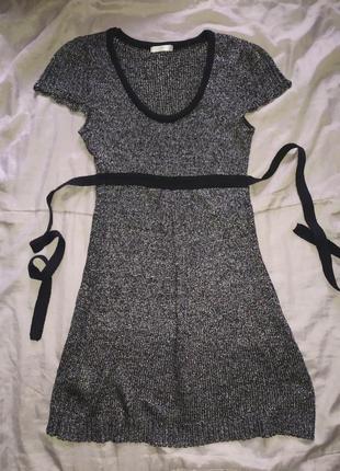 Платье с блестящей нитью.