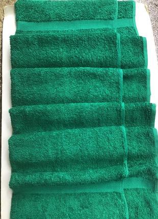 Новое зелёное махровое банное полотенце