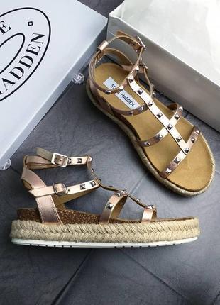 Steve madden оригинал золотистые кожаные сандалии гладиаторы на платформе