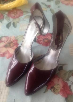 Лаковые винные туфли bcbg max azria