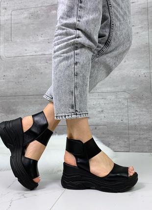 Новые женские кожаные чёрные  босоножки на платформе