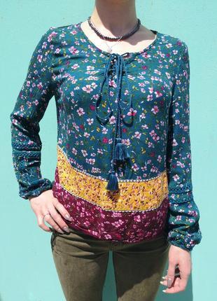 Натуральная яркая блуза bershka с цветочным узором и кружевом