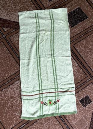 Маленькое мягкое махровое полотенце салатовое