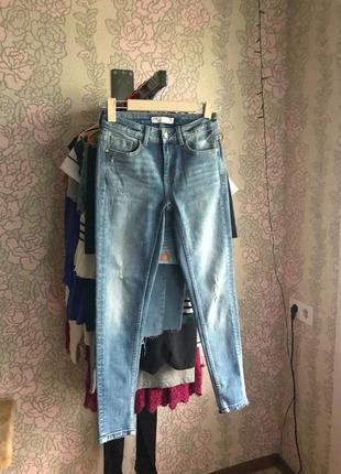 Голубые джинсы skinny от zara
