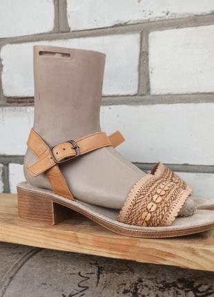 Кожаные босоножки сандалии на блочном каблуке