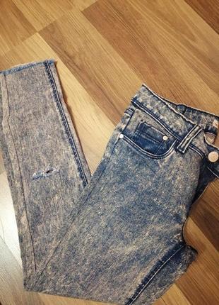 Джинси з потертостями джинси скіні