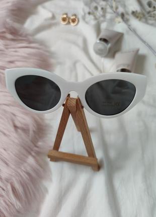 Очки окуляри темные черные белая оправа солнце солнцезащитные  трендовые новые uv4006 фото