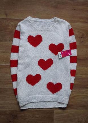 Тонкий свитер в сердечках