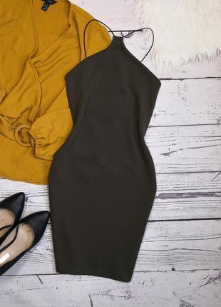 Идеальное новое платье цвета хаки по фигуре на тонких брителях