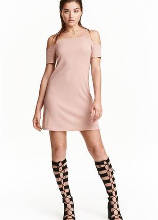 Платье нюд открітіе плечи в рубчик