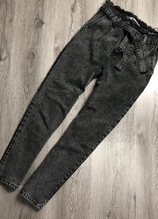 Трендовые джинсы на высокой посадке lovest