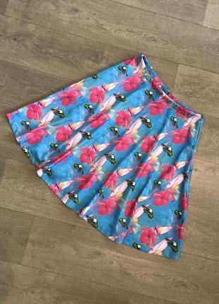 Яркая юбка с колибри