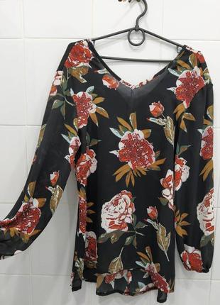 Стильная блуза с пионами и манжетами на резинке