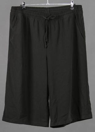 Свободные черные шорты. кюлоты с карманами,  на резинке и шнурках завязочках.