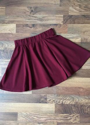Фактурная бордовая юбка