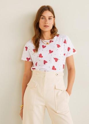 Укороченная футболка в сердечки свободный фасон  mango