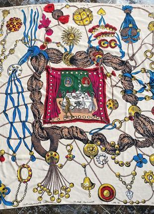 Огромный шёлковый  платок,каре en soie оригинал