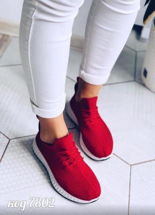 Красные мягкие кроссовки из обувного текстиля на белой падошве