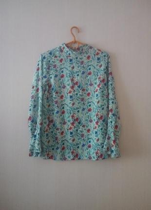 Шыкарная, легкая блузка в цветочный принт.