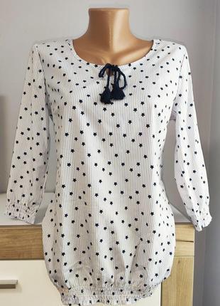 Красивая блузка в полоску со звёздезками