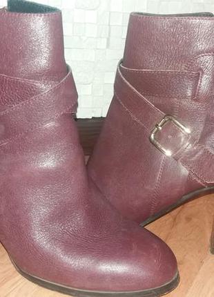 Очень стильные ботиночки цвет марсал