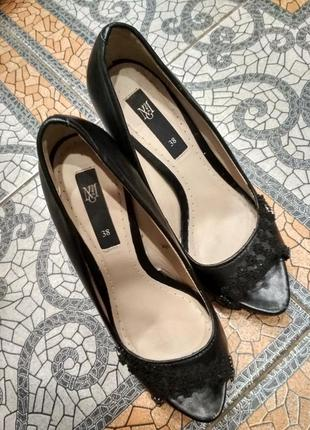 Кожаные туфельки с открытым пальчиком, босоножки