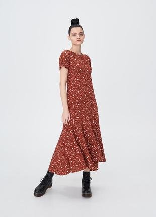 Sinsay новинка 2020! мегастильное трендовое платье с оборкой, р.xs