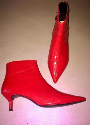 Ярко красные ботинки батильоны с острым  носком на невысокой  шпильке от zara