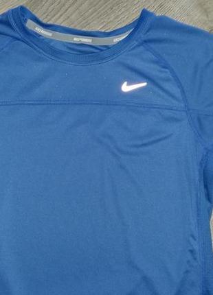 Спортивная футболка nike. оригинал