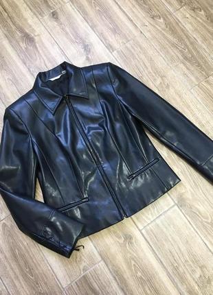 Классная куртка, кожзам, идеальное состояние новой