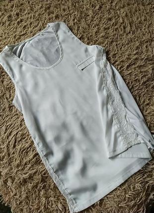 Блуза бело-молочного цвета