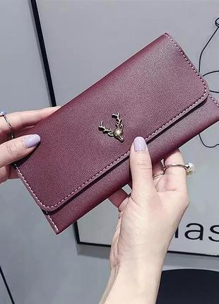 Бордовый женский трендовый клатч - кошелек на заклепке с оленем