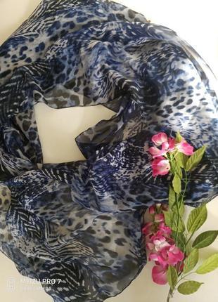 Красивий нежний шаль