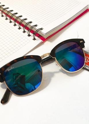Стильные солнцезащитные очки  rayban