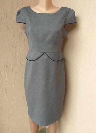 Сіре плаття в цяточку, з баскою