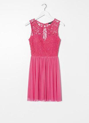 Розовое платье с кружевным верхом