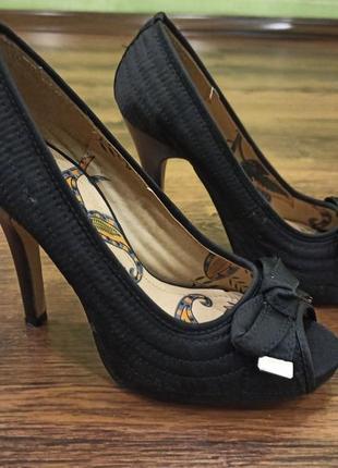 Туфли с открытым носочком 34-35 размер