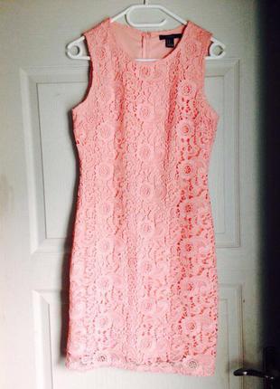Розовое платье forever 21