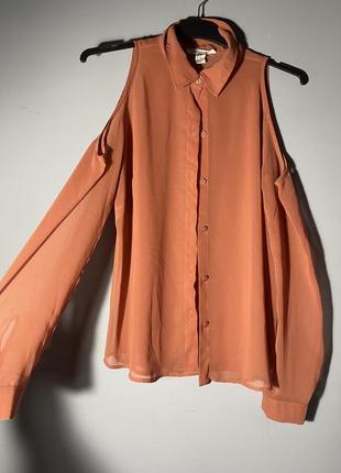 Рыжая рубашка с открытыми плечами . полупрозрачная . крепдешин
