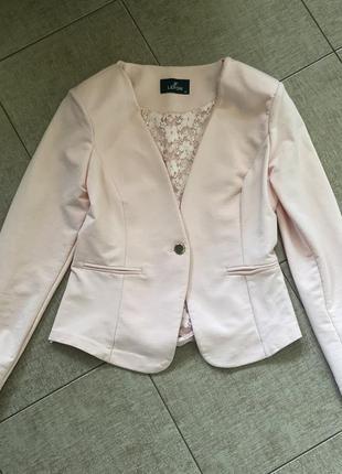 Стильный трикотажный пиджак италия р.s