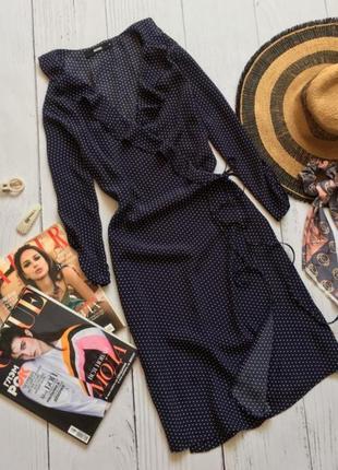 Актуальное платье синее в горошек на запах короткое вискоза