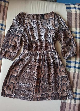 Платье сарафан в змеиный принт, резиночка на талии, подчеркивает фигуру, юбка свободно
