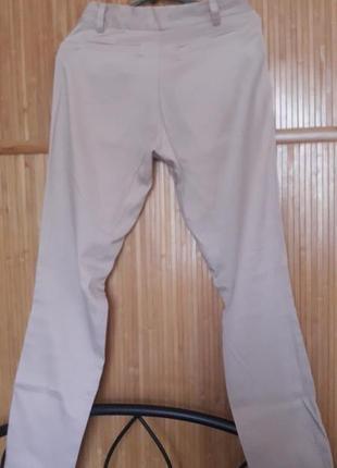 Бежевые брюки прямого кроя