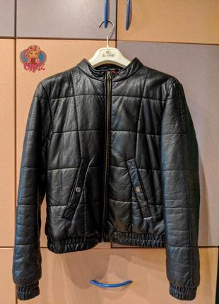 Классная курточка  кожзам. есть ньюансы. размер m-l
