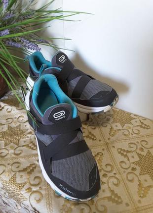 Легкие ,комфортные кроссовки