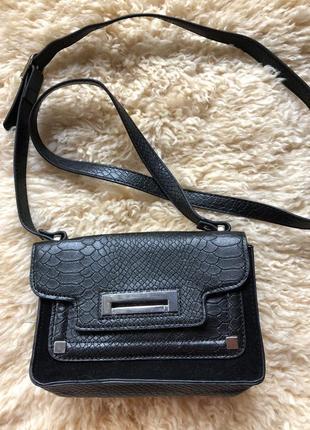 Фактурная черная сумочка